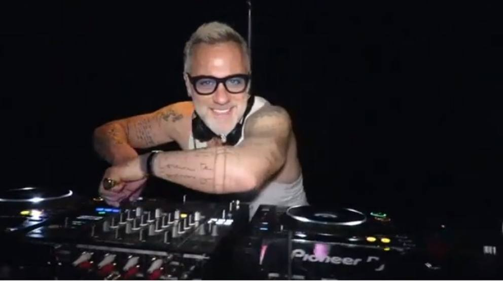 Gianluca Vacchi live streaming Peter Pan Riccione Facebook Instagram Page