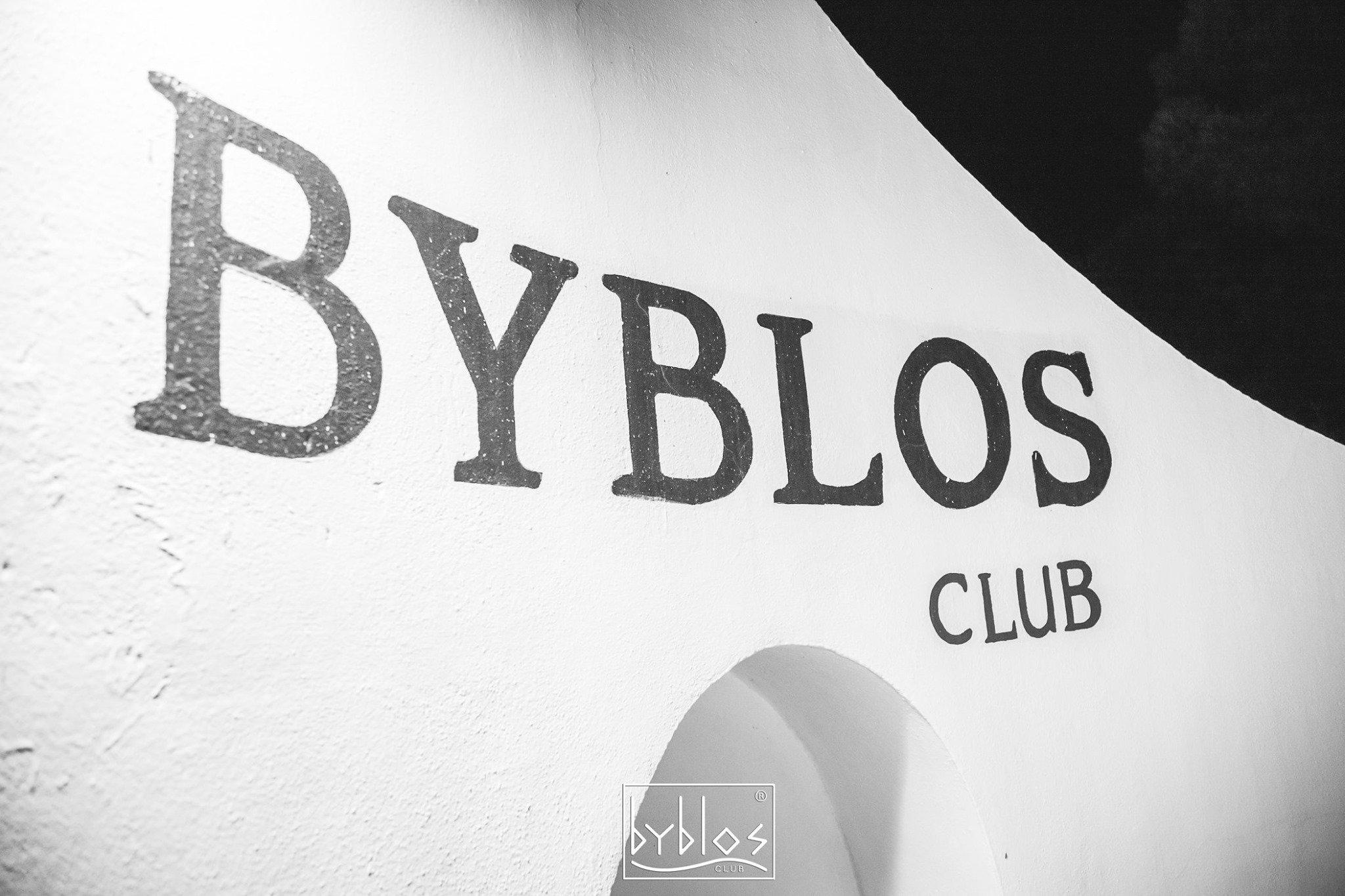 La notte dei turisti alla discoteca Byblos di Riccione