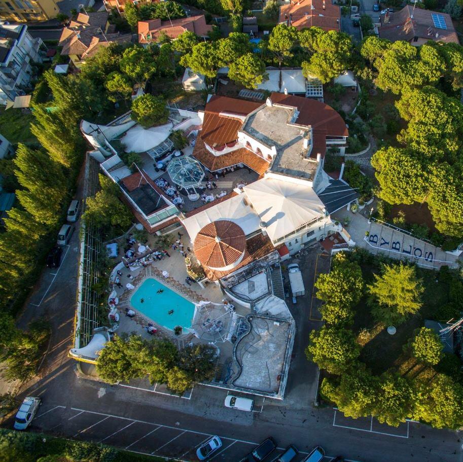 Byblos Riccione, la grande notte dei turisti