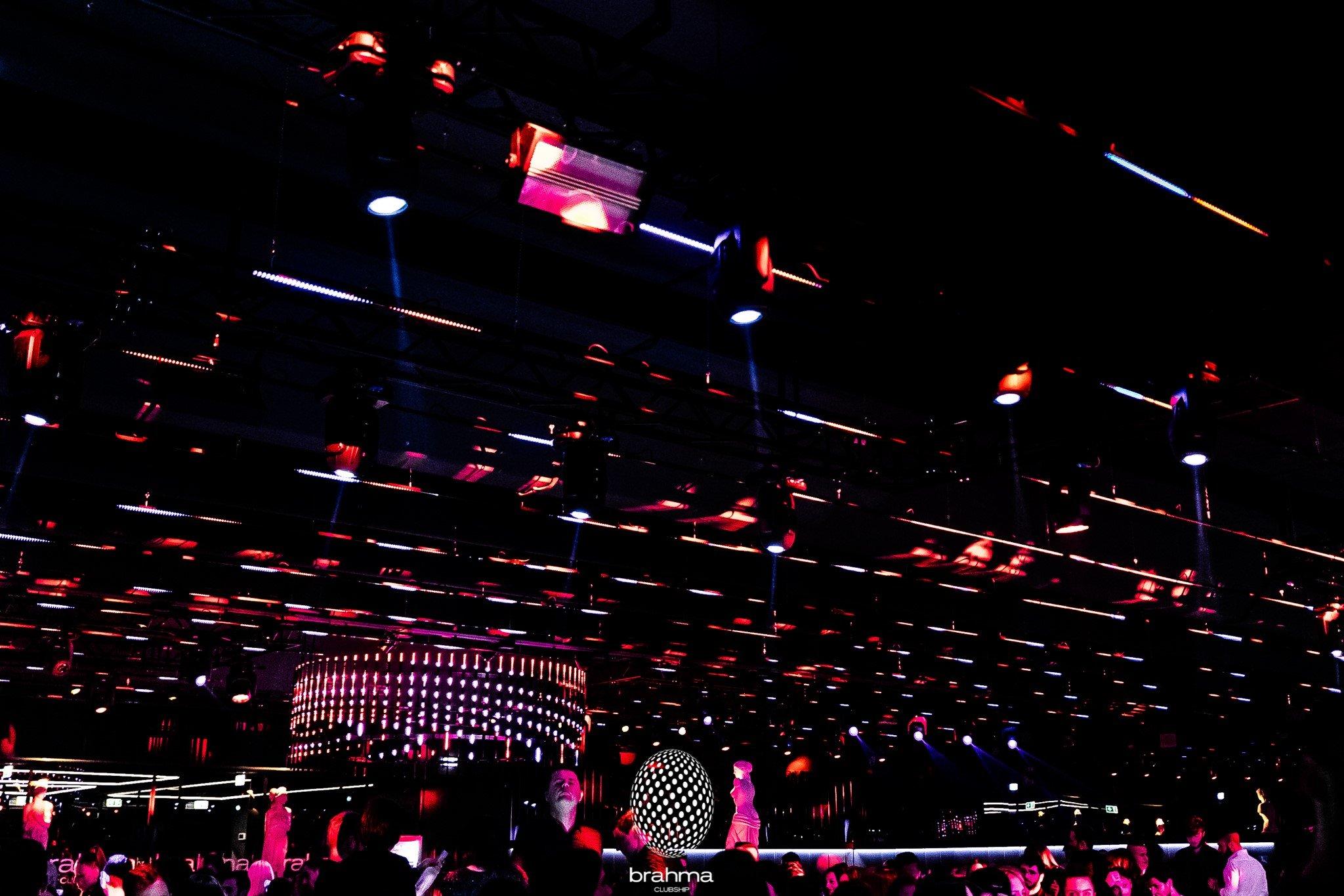 Estate 2020, lo staff del Brahma alla discoteca Shada di Civitanova