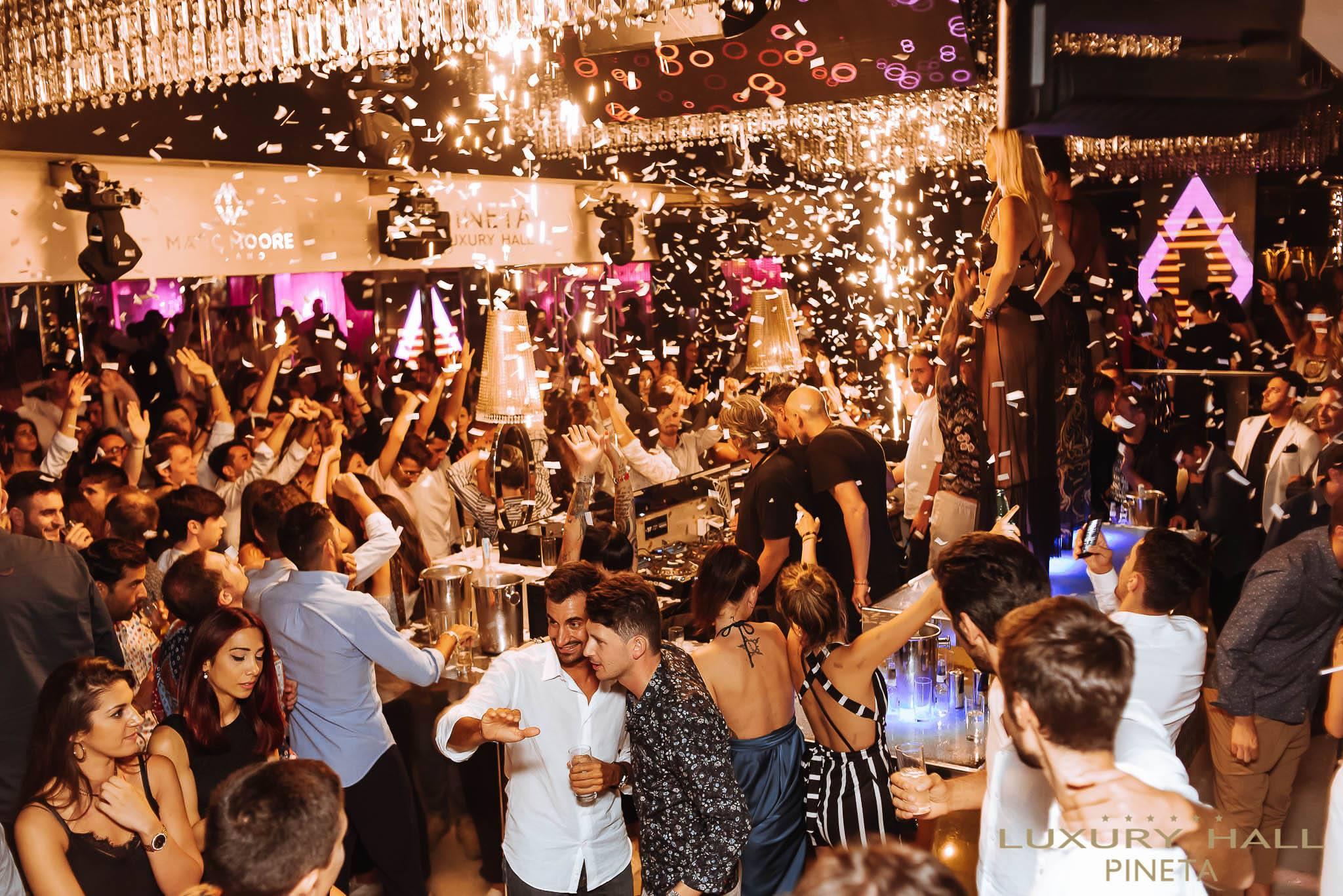 La magnifica notte dei Vip alla discoteca di Pineta Milano Marittima
