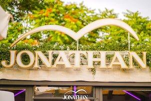 Cena spettacolo, bollicine e musica al Jonathan Disco Beach di San Benedetto Del Tronto